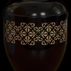 Fekete fém urna girlanddal