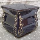 Négyszög sarokmintás fekete urna