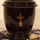 Kerek dekoros fekete urna