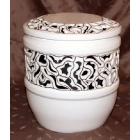 Áttört mintázatú urna fekete selyem béléssel