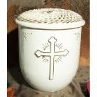 Kézzel fonott fedeles kerámia urna kereszttel