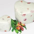 Virágszirms szív urna-havak természetben történő elhelyezéséhez