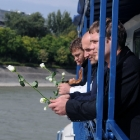 Hajós temetés a Dunán