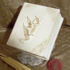 Könyv urna - fehér galamb