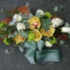 Ravataldísz sárga és fehér virágokkal, türkiz és barna dekorral