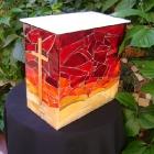 Üvegmozaikos urna iparművésztől